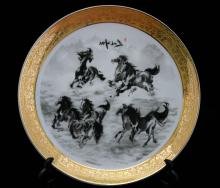 CHINESE STALLIONS PORCELAIN PLATE W/STAND #48429v1