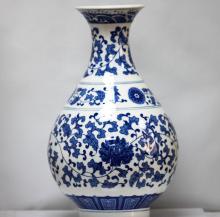 BEAUTIFUL FLORAL PORCELAIN CHINESE VASE #60254v1