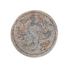 Mosaïque ronde représentant une poule et ses poussins