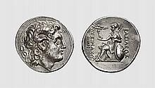 THRACE, A SILVER TETRADRACHM OF LYSIMACHOS, Pergamon, ca. 287-282 BC, 16.691g, 12h. Müller 85. Old cabinet tone. Perfectly centered and struck on a broad flan. Extremely fine. Acquired privately from Tradart; Tkalec & Rauch April 1986 lot 89