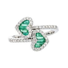 Beautiful & Unique 18K White Gold Diamond & Emerald Heart Shaped Women's Ring - New