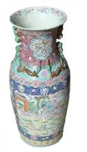 CHINESE FAMILLE ROSE DECORATED PORCELAIN VASE