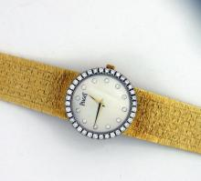 Piaget Lady's Yellow Gold Mother of Pearl Diamond Quart