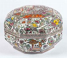 EXPORT ROSE MEDALLION PORCELAIN OCTAGONAL COVERED BOX