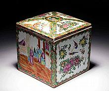 CHINESE EXPORT FAMILLE ROSE DECORATED COVERED BOX
