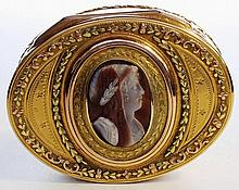 A Gold box set with a  Hardstone cameo. Paris 1787