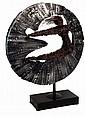 HAROLD BARLING TOWN (1924-1990) Cercle acrobatique. Métal et fil de fer entrelacés, base en marbre. Artiste de l'Ecole Canadienne, se forme au Collège des Arts de Ontario