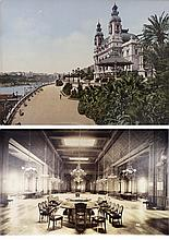 VUES ANCIENNES DU CASINO DE MONTE-CARLO Lot comprenant une photochromie originale d'époque montrant les jardins du Casino face à la mer vers 1895 et une photo tirage albuminé d'époque montrant la grande salle du Casino vers 1880. Dimensions ; 17 x 22