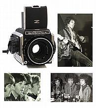 GUNTER ZINT (Fulda 1941), son ZENZA BRONICA S2 ET 7 PHOTRAPHIES Exceptionnel ensemble contenant l'appareil photo Bronica, avec lequel le célèbre photographe allemand réalisa ses plus belles photos, son livre « Portrait of Music » signé, et une suite