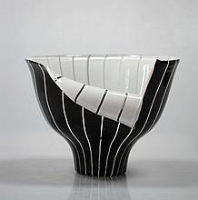 ERMANNO TOSO (1903-1973) & ERCOLE BAROVIER (1889-1974)  Vase au col ouvert « Spacchi »