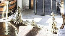 AN ADJUSTABLE BRASS FENDER, in Mannerist style, with knopped urns, supporti