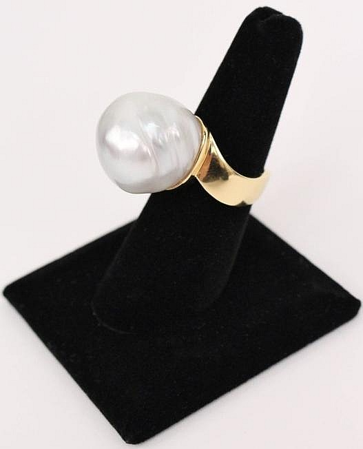 18k Gold Ring with Large Sea Pearl
