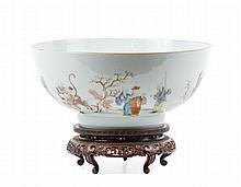19th C. Chinese Porcelain Famille Rose Center Bowl