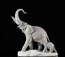Lladro Large Elephant With Baby Figurine