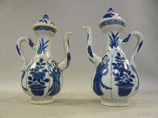 A matching pair of Chinese Kangxi porcelain