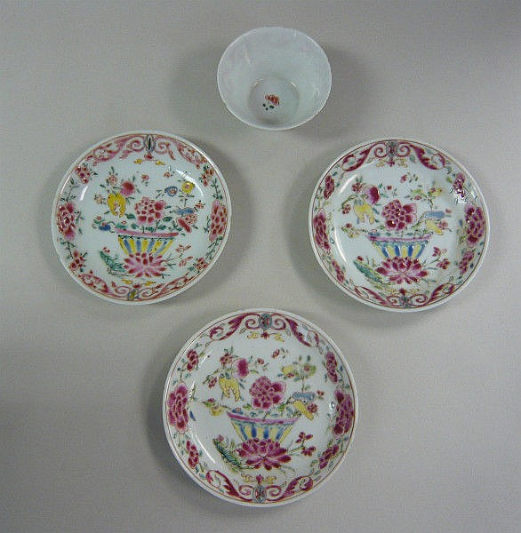 A mid 18thC Chinese porcelain tea bowl and saucer,