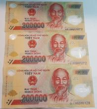 (10) Vietnam Hai Tram NGHIN DONG 200.000 Currency and (1) Vietnam MUOI NGHIN DONG  10.000 Currency