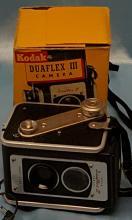 Vintage Kodak Duaflex III Camera with Kodet Lense and (2) GE 5 Flashbulbs