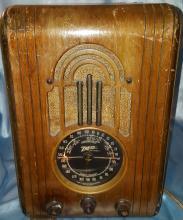 Vintage 1938 Zenith 5S-228 Tombstone Wood Tube Radio