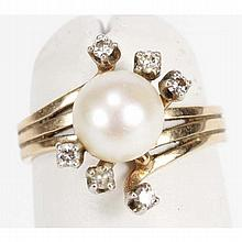 Gold 14K estate pearl and diamond ring.