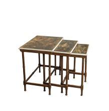 SUITE DE TROIS TABLES GIGOGNES en bois laqué brun