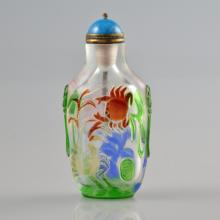 19TH C. AN OVERLAID GLASS SNUFF BOTTLE