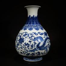 QIANLONG MARK, A BLUE AND WHITE DRAGON VASE