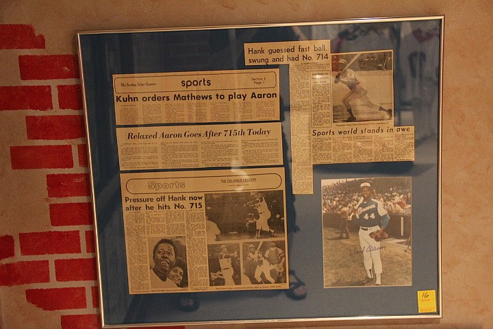 Hank Aaron Signed Sports Article