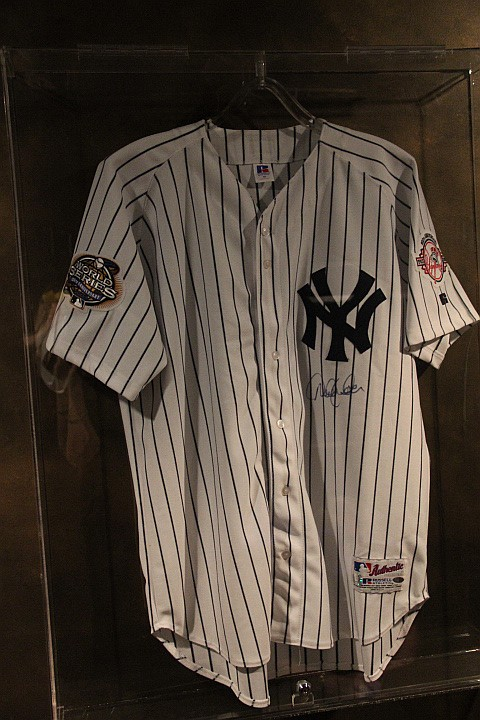 NY Yankees Jersey Signed by Derek Jeter w/COA Hologram