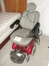Battery powered chair. Needs new batteries not in working order