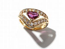 Crown-shaped 14 carat yellow gold ring with diamonds & ruby