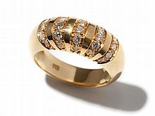 Timeless 18 carat yellow gold ring with 25 diamonds