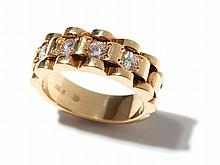 18 carat yellow gold ring in linked-look with four diamonds