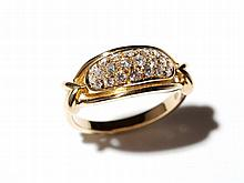 18 carat yellow gold ring with diamonds in the middle