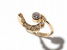 Elegantly swung 18 carat yellow gold ring with diamonds