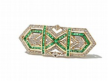 18 C Art Déco Brooch with Emeralds and Diamonds, around 1940