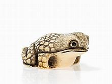 Ivory Katabori Netsuke of a Sitting Toad, Signed Ikko, Meiji