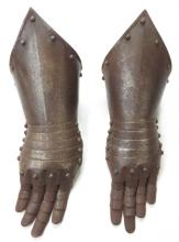 A PAIR OF ARMOR GAUNTLETS