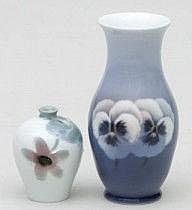 Vaser, två stycken Porslin. Rörstrand och Kunglig