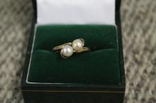 14kt Gold ring with two pearls