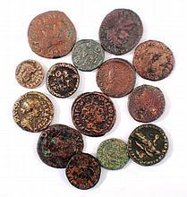 14 antike römische Bronzemünzen ss