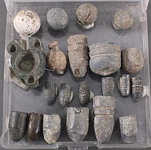 20 Blei-Kugeln und 1 Kugelgießer wohl römisch