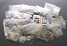 KARTON gut gefüllt mit papierfreier Kiloware aus ALLER WELT
