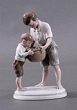 Plaue Schierholz um 1920, Porzellanskulptur