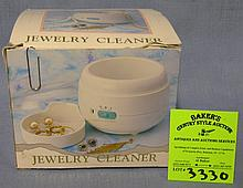 Mechanical jewelry cleaner