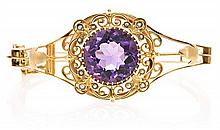 A gold and amethyst bangle bracelet, probably from the 19th Century 14 cara