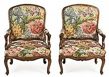 Pair of Spanish Louis XV-style carved walnut armchairs, late 19th Century 105.5x73x60 cm