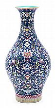 Chinese porcelain vase, early 20th century Stamp on the base