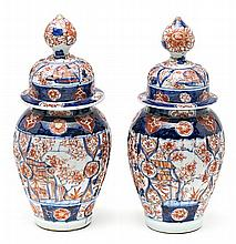 Pair of Japanese Imari-style porcelain jars, early 20th Century 26.5 cm high