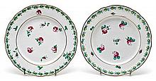 Pair of Italian Vecchio Ginori porcelain plates in eighteenth-century style, early 19th Century